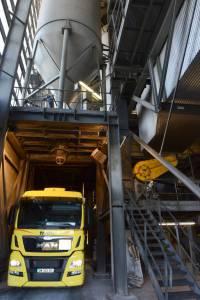 Silo (en haut) et évacuation par camion